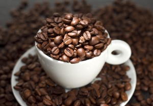 CoffeeBeansCup_dreamstime_1315809714032